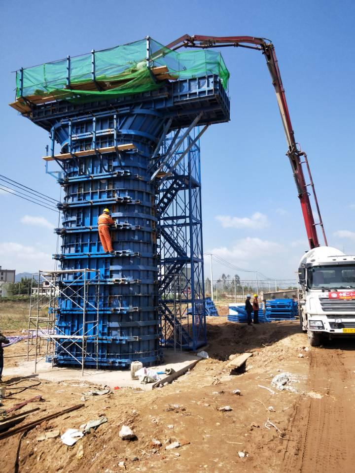 兴泉铁路XQXN-1标平江特大桥首墩浇筑完成