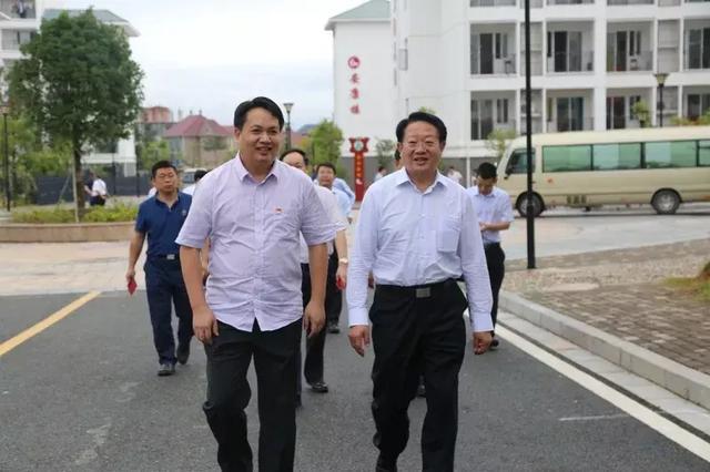 热点|民政部副部长唐承沛一行来兴调研脱贫攻坚工作
